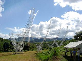 木曽観測施設の電波望遠鏡
